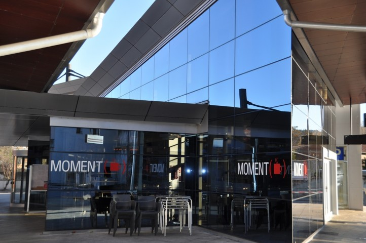 Bar Moment Bus Cafeteria